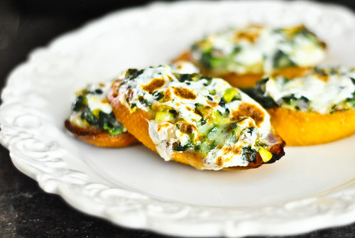 spinach artichoke toasts
