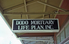 Sign in Hilo, May 82 (Keifu7) Tags: sign hawaii dodo hilo mortuary