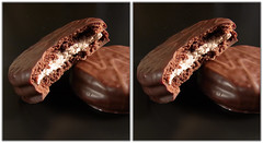 RIMG0018  (crosseye 3D) (yoshing_BT) Tags: stereophotography 3d crosseye crosseyed chocolate stereoview stereograph cioccolato  chocolade  crossview  czekolada  corsseye      ciocolat  corsseye3d