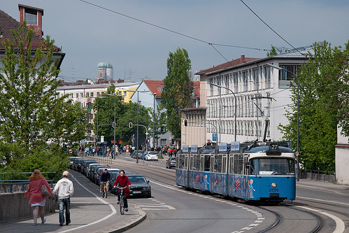 Es geht bergan, aber Wagen 2005 tut sich leicht: Soeben sind am Mariahilfplatz die Fahrgäste zur Auer Dult ausgestiegen