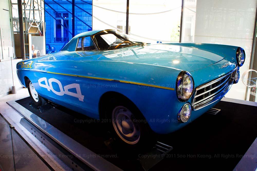 Peugeot 404 @ Paris, France