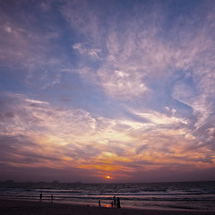 Dubai family (spiraldelight) Tags: sunset dubai uae jumeirahbeach   ef24105mmf4lisusm   eos5dmkii