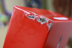 かじられたグリコの箱