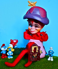 OH DIKKENS ! (Toypincher) Tags: house mushroom toy devil smurf collectable smurfette kamar dikkens