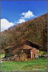 Una cabaña - HDR (alfonso-tm) Tags: nikon paisaje cantabria cabaña 2470f28 ucieda