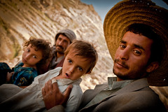 portrait of a family in the countryside near the village of Manakha-yemen (anthony pappone photography) Tags: pictures travel boy portrait people baby selfportrait mountains beautiful beauty kids digital rural canon pose children photography photo foto photographer child faces photos bambini expression retrato picture culture arab portraiture arabia childrens yemen enfants fotografia crianas ritratti ritratto  reportage photograher  tradicion barna arabs  arabo yemeni phototravel  mountainvillage  yaman    medioriente  arabie jemen losnios arabiafelix arabianpeninsula mountainvillages  harazmountains manakha yemenpicture yemenpictures  mark5dii mediorient childrenbestphotos mountainharaz burramountains
