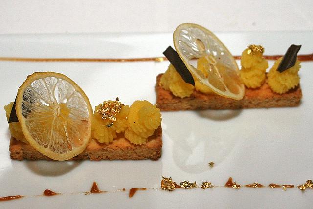 Palet sablé au citron jaune, caramel au beurre salé - Yellow lemon sablé, sea salt caramel
