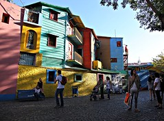 La Boca - Buenos Aires, Argentina (Francisco Arago) Tags: sunset pordosol sky people copyright latinamerica southamerica argentina horizontal azul clouds america cores pessoas buenosaires francisco day colours photographer capital dia cu laboca latina turismo fotgrafo allrightsreserved turistas caminito amricadosul amricalatina colorido nvens canonef24105mmf4lis aragao pontoturstico canoneos5dmarkii todososdireitosreservados americadosul franciscoarago bairrolaboca todososdireitosreservados capitalinternacional