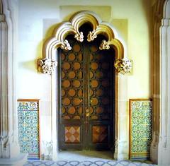 Puerta con Arco Modernismo Catalan (tetegil) Tags: barcelona puerta madera catalunya arco casaamatller  nikond60 joseppuigicadafalch  fototetegil ao1898y1900 modernimocatalan
