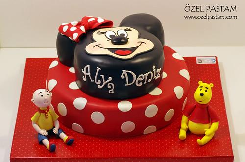 Alya'nın Minnie Mouse Pastası