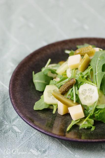 Salade de roquette, comté, cornichon et concombre