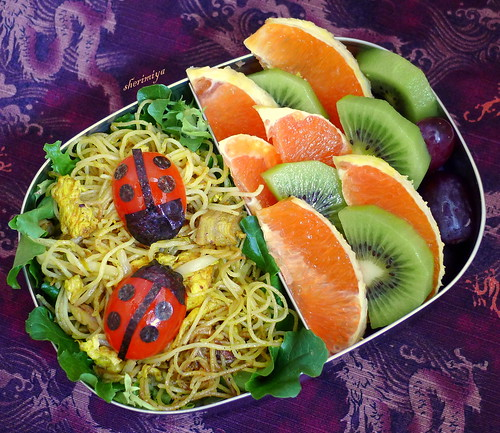 Singapore Rice Stick Ladybug Bento by sherimiya ♥