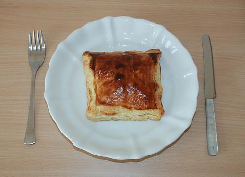 22 - Blätterteigtasche / Pastry puff - Auf Teller