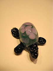 Flower turtle bead (SimplP) Tags: art glass turtle torch bead lampwork pendant flamework hotglass torchwork