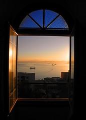 Mi otro camino / Desde Brighton , Valparaso (( Vicenta )) Tags: ocean chile blue sea color window water puerto ventana dawn mar agua brighton barco amanecer bb valparaso daybreak oceano bote cortazar rayuela