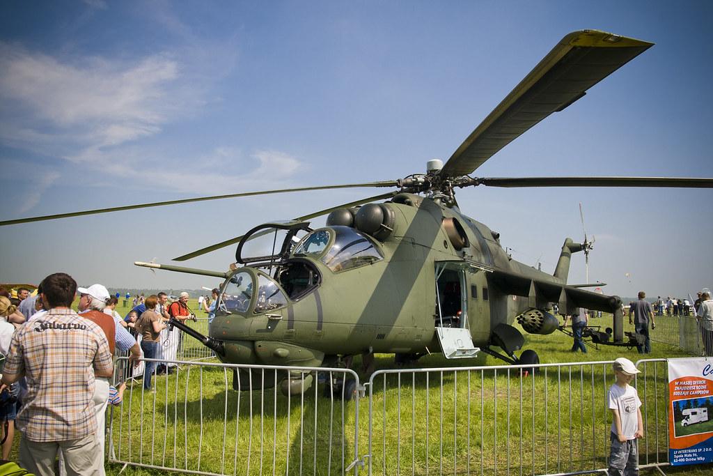 Piknik Lotniczy w Michałkowie 2011 - Śmigłowiec Mi 24