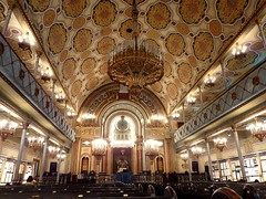 Interior of the great synagogue (Synagoga Mare) in Bucharest (Frans.Sellies) Tags: interior synagogue synagoge explore romania shul bucharest bucuresti sinagog boekarest zsinagga knesset sinagoga  synagoga esnoga sjoel  explored    beyt sinagog        sinagogamare beytknesset   beithknesseth p1320423