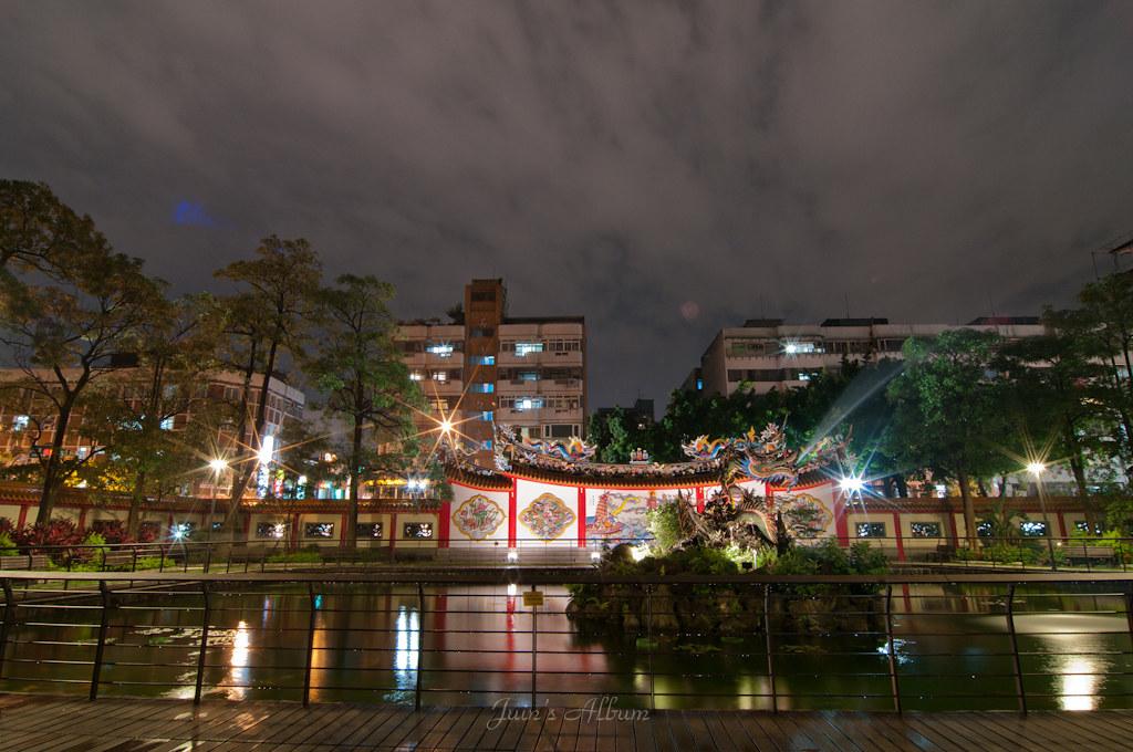 雨後夜晚的保安宮