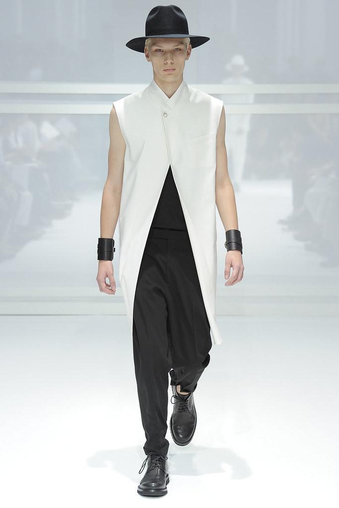 SS12 Paris Dior Homme012_Richard Kranzin(VOGUEcom)