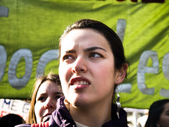 CL Society 42: Silver earring (francisco_osorio) Tags: chile santiago girl student protest greenbanner chilean chilena marchaestudiantil marchaporlaeducacion chilestudents