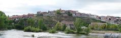 Vistas de la ciudad desde el Puente Medieval - Simancas (jomaron0) Tags: espaa ro valladolid urbano nublado pisuerga 2014 castillaylen simancas diurna apaisado ropisuerga geoetiqueta