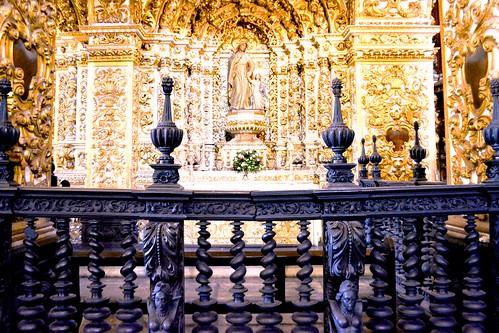 Detalhes dos entalhes neoclássicos da Igreja da Ordem Terceira de São Francisco em Salvador - Bahia