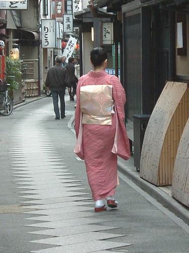 Geisha en Pontocho, por la mañana