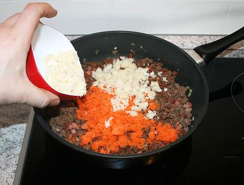 27 - Karotten und Sellerie hinzu