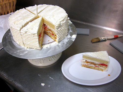 strawberry cake slicing
