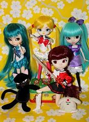 Anime Boston Meetup! (esmereldes) Tags: doll dolls cosplay dal mimi pullip pullips rei sailormoon hikaru yuiko hangry mokona aramina img5271 magicknightsrayearth dals animebostonmeetup animeboston2011 moonscat