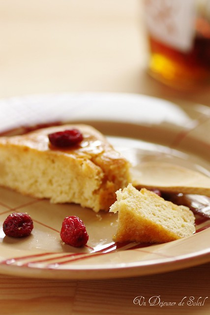 Cranberries and maple syrup cake