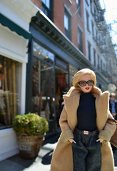 De compras por Bleecker St, en el Village. Barbie & Ralph Lauren. (Sandra) Tags: ny shop shopping flickr village sandra barbie lara blonde hybrid ralphlauren goredforwomen pivotal geenwich nuevayorkmarzo2011 sandra sandraflickr sandraflickr