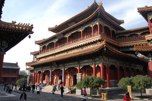 Die Wanfu Halle, die die Maitreya Statue beherbergt