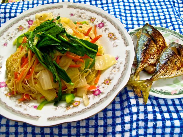 IMG_1864 Vegetarian beehoon and fried selar fish