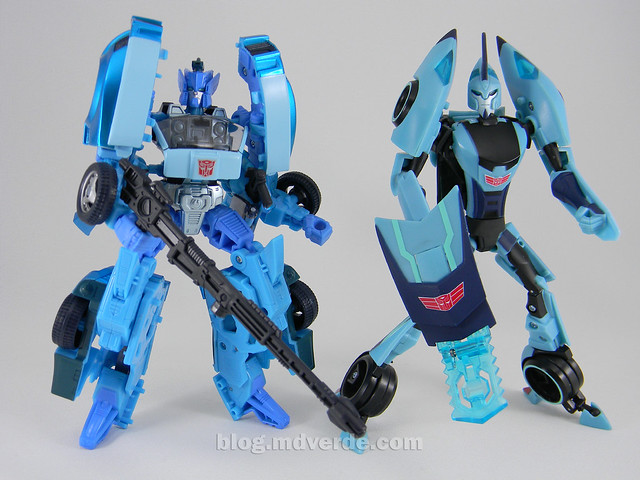 Transformers Blurr United Deluxe - modo robot vs Animated