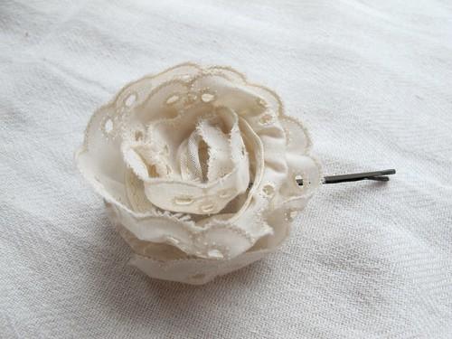 eyelet blossom clip