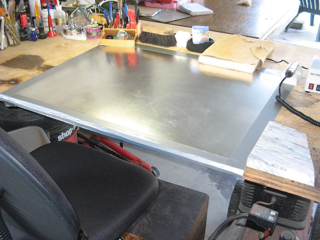 Work Table with Tin 01