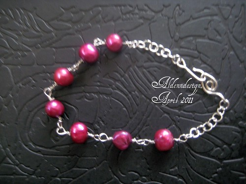 Purple pearl bracelet by Aldenn