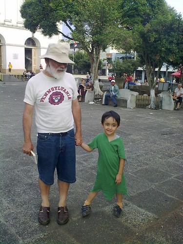 El abuelo con Peter Pan