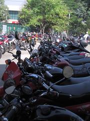 Moto, estacionamento (oslaim brito) Tags: moto policia pedinte vigilante