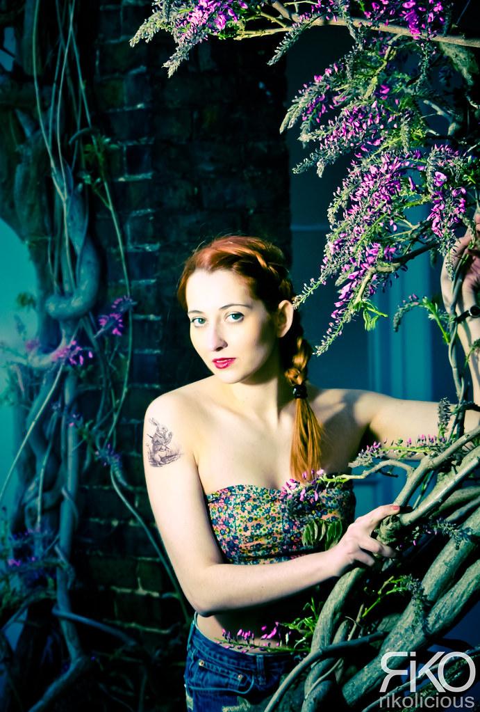 The world 39 s best photos of eyes and smokin flickr hive mind - Tatouage femme sensuelle ...