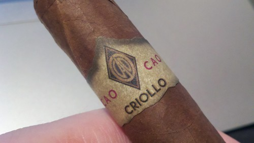Mixing it up with a @caocigars Criollo. Haven't had one in ages. What is the opinion of the masses on this cigar?
