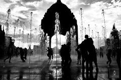 Monumento a la Revolución - 22/04/2011 - 32 (HippolyteBayard) Tags: canon mexico agua fuente unam sombras ciudaddemexico semanasanta distritofederal monumentoalarevolución juancarlosmejiarosas perrarabiosa escuelanacionaldeartesplásticas