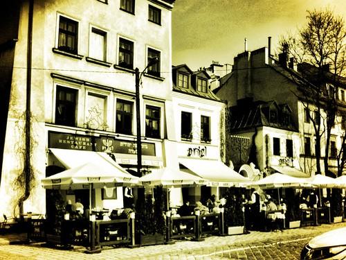 <span>cracovia</span>Il quartiere ebraico<br><br>Che pub simpatici... Facciamo una pausa rilassante?<p class='tag'>tag:<br/>luoghi | cracovia | </p>