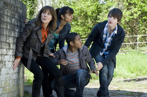 Sarah Jane, Rani, Clyde and Luke