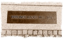Mauer (Blogging Dagger) Tags: berlin wall berlinwall ddr dagger gdr mauer berlinermauer