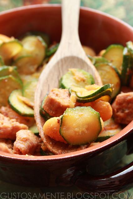 Zucchine con fagioli spagna e luganiga