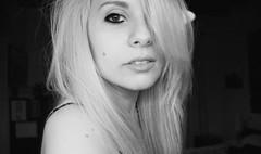 Ahora guardo mi pretrito imperfecto. (Lady Tyga) Tags: selfportrait girl ego myself chica ojos rubia labios autorretrato mirada pelo havefaithinme canoneos500d