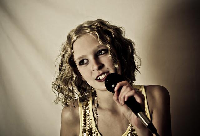 Singer 3