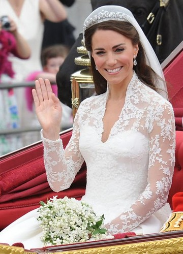 kate-middleton-wedding-dress-detail-490x681